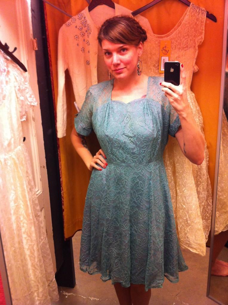 Beyond retro klänning spets blå - Helen Alfvegren 18e0172e38211