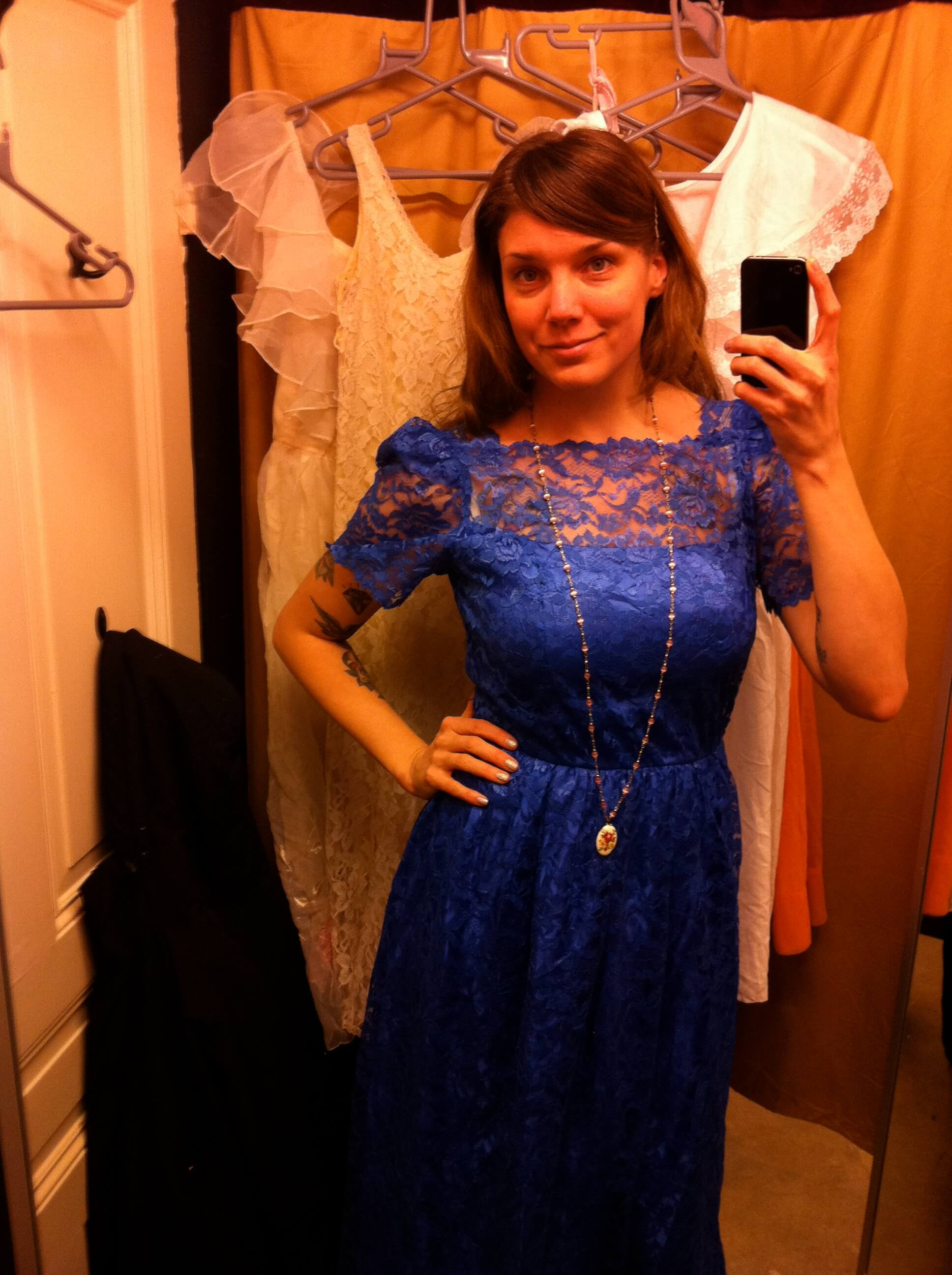 Klänning i blå spets från Beyond retro - Helen Alfvegren 968247221aa4e