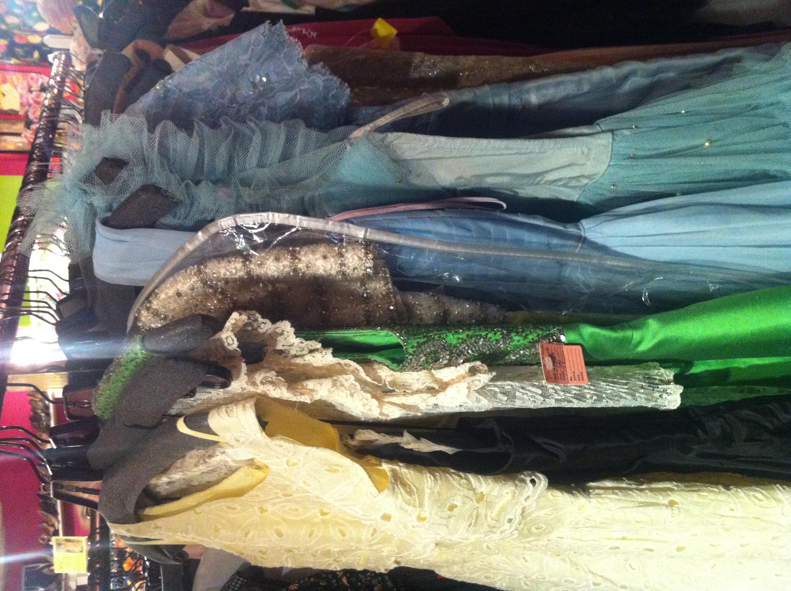 Vintageklänningar i Chelsea hos Family Jewels Helen Alfvegren