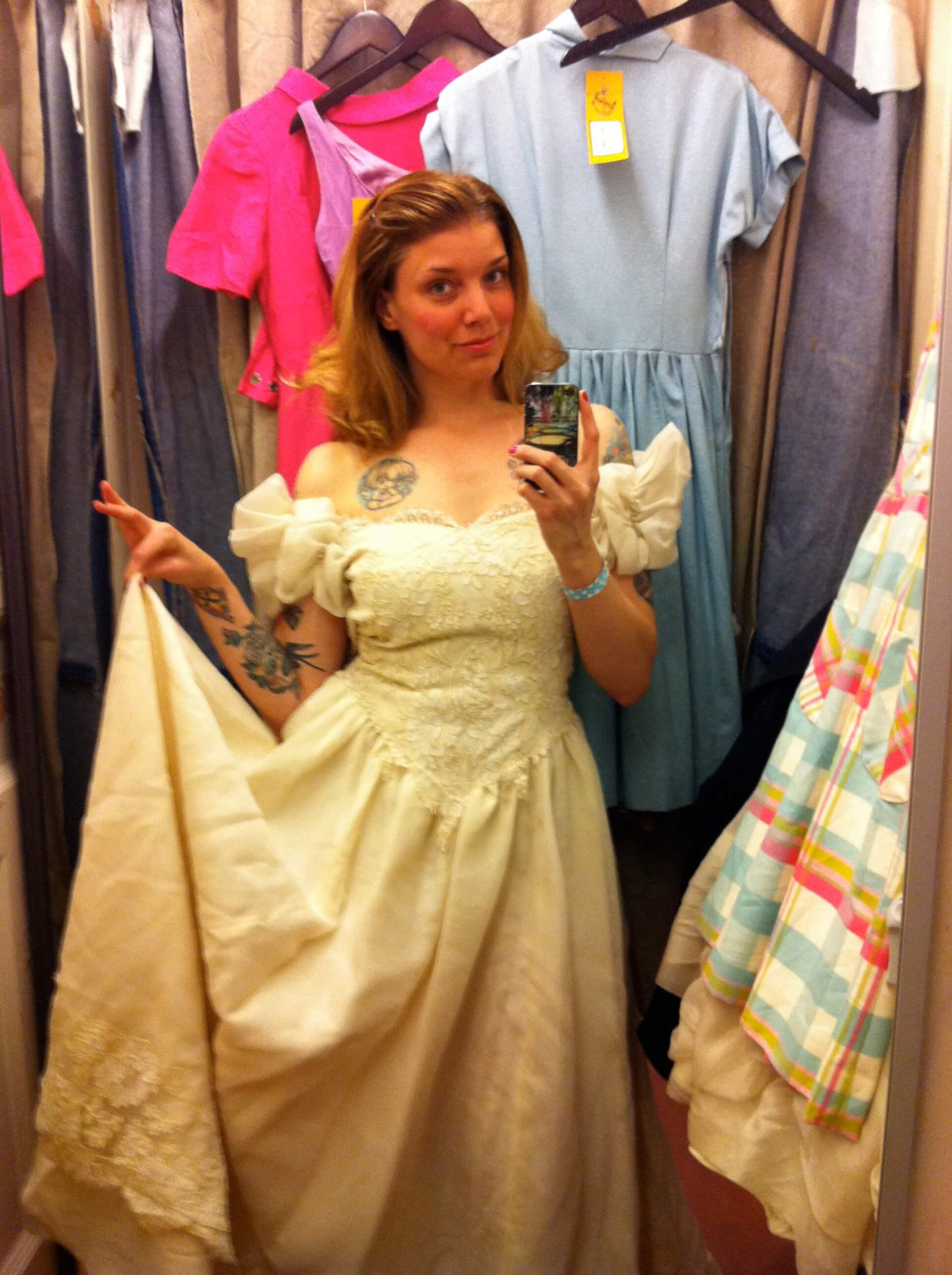 Hyra Bröllopsklänning , Balklänning etc i Umeå