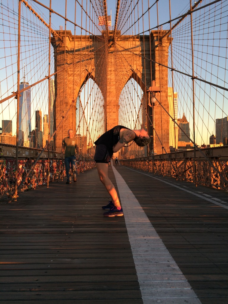 Yoga på Brooklyn Bridge helalf.se
